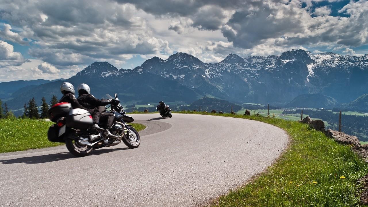 Qwuuxnctqks7vtlzcmzw riders on curvy road mountains 1280 720