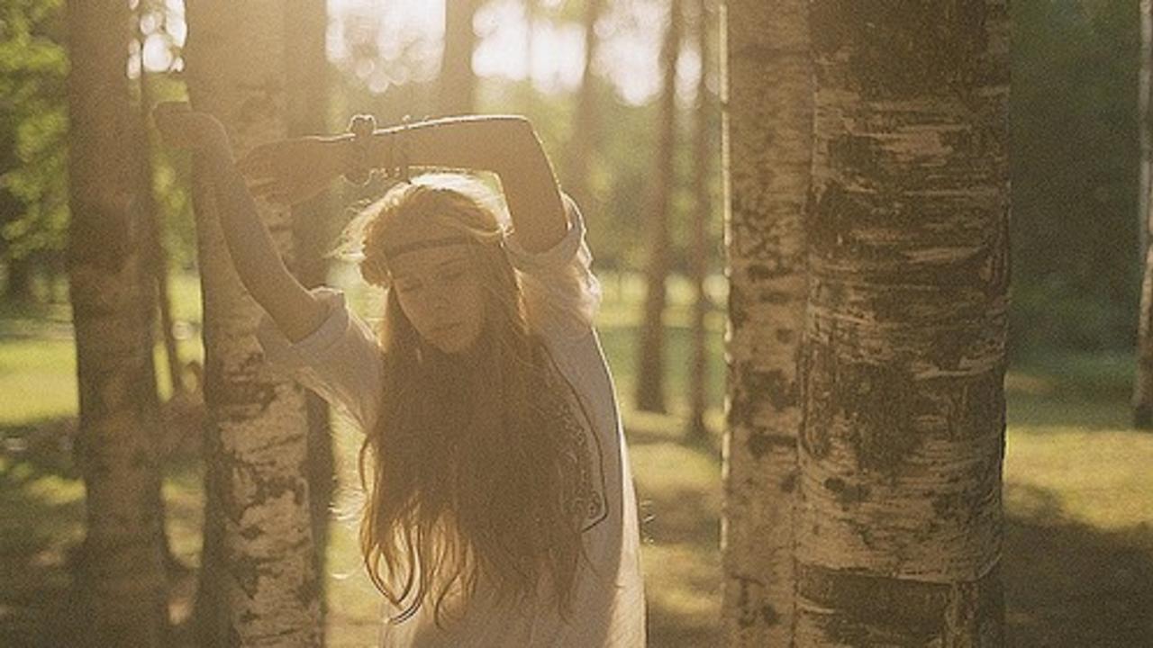 Ohllgxl0rwjcst7xkkav girl in the woods