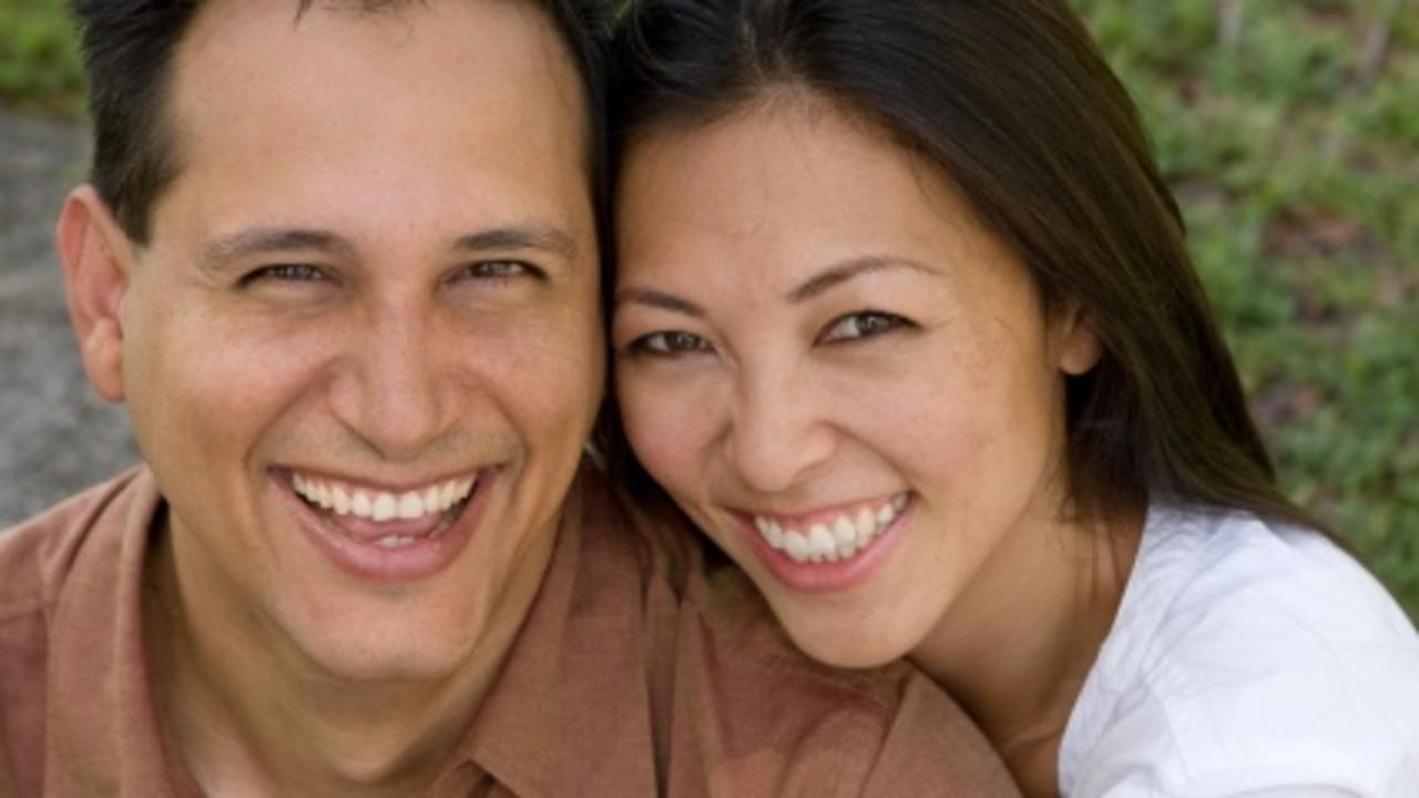Tyormwq8qwe7ff9ullfi happy asian couple