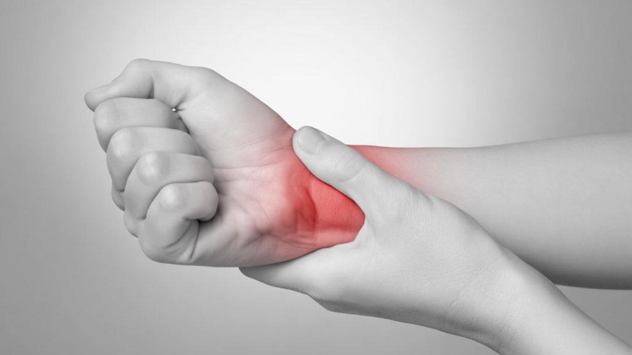 5cbai16remrd5i8saxeh ulnar sided wrist pain   hello doktor
