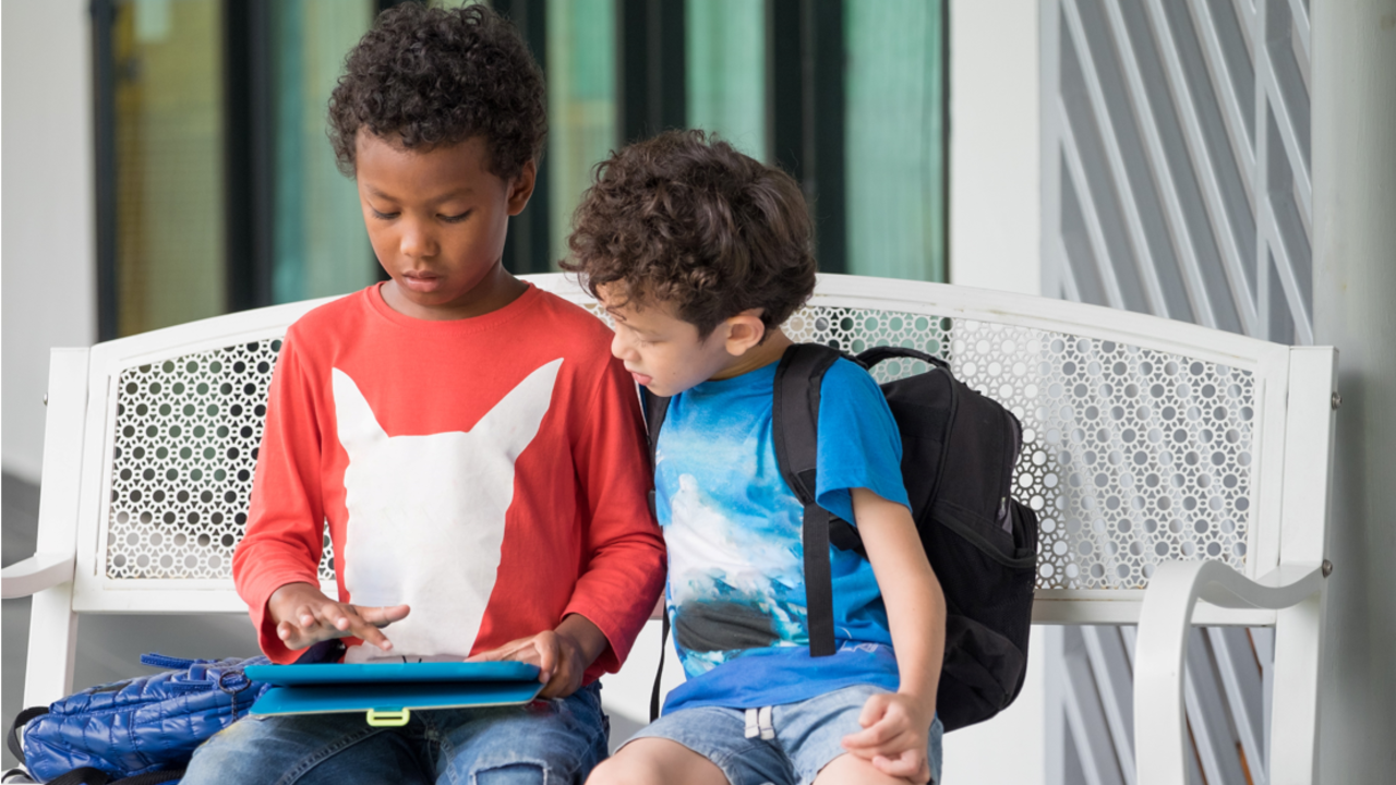 Xpqjwdvlra2virmwewkx boys on benchwith tablet offer