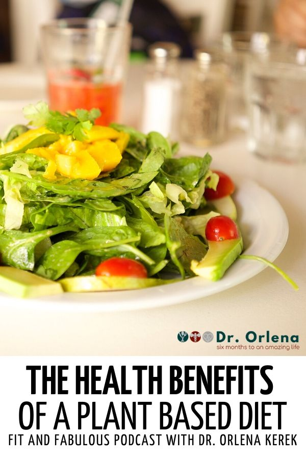 A plate of salad with spinach, green cabbage, avocadoes, tomatoes and yellow pepper #healthy #healthylife #weightloss #loseweight #healthylifestyle #lifestyle #healthyeating #healthyeatinghabits #eatinghabits