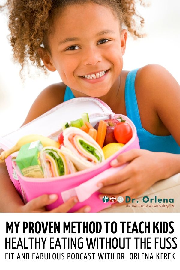 A girl holding a lunch box filled with sandwhich, juice, fruits and vegetables #healthyeatingforkids #kidshealthyeating #childrenhealthyeating
