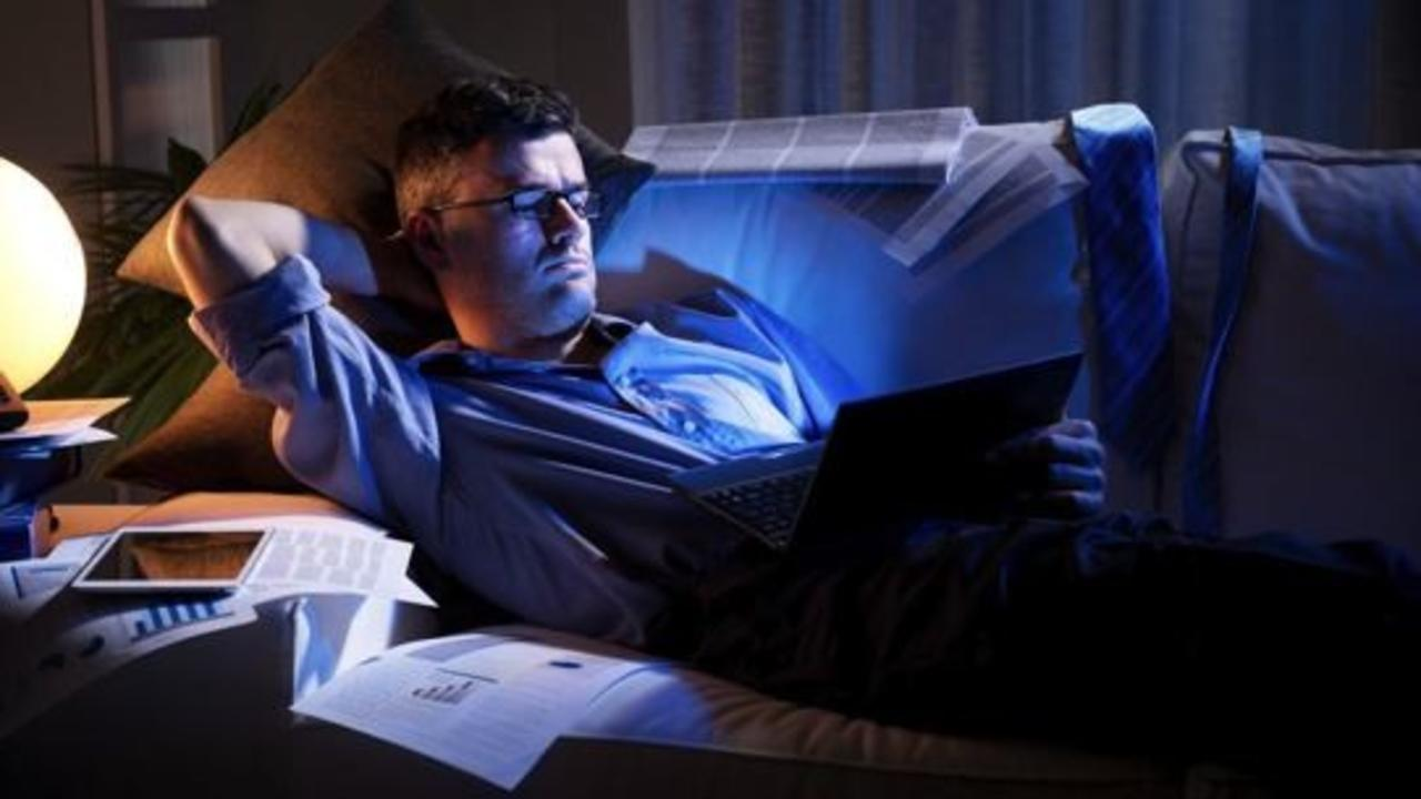 e368ee55312 How Blue Light Is Your Ruining Sleep (And How to Fix It)