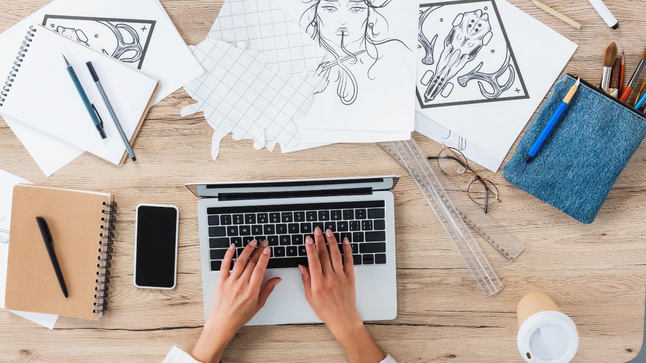 artist working online