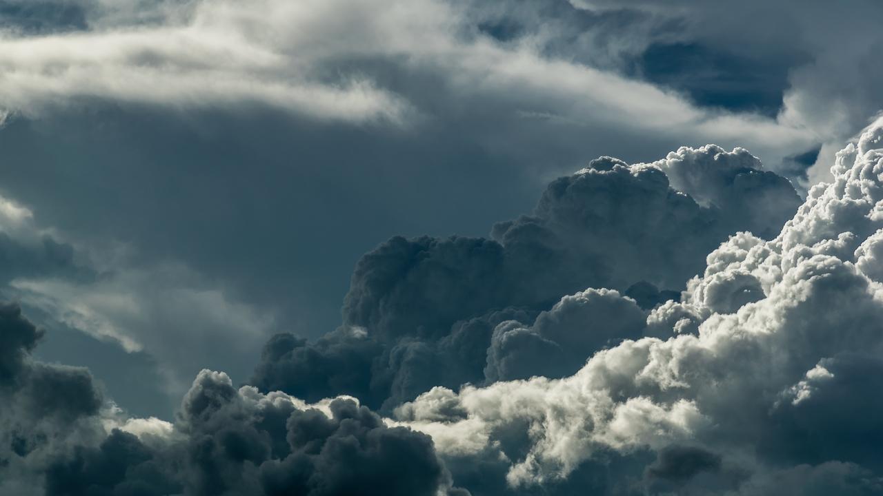 Mörka moln.