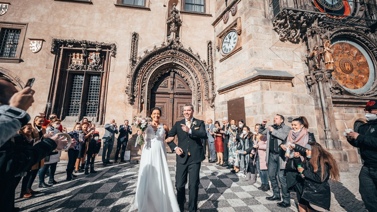 Ondray, wedding, prague, old town square
