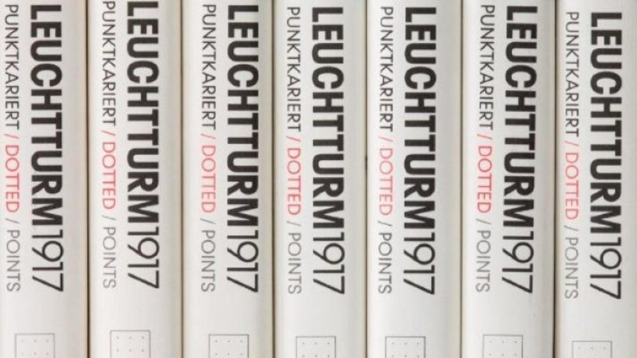row of leuchttrum 2917 notebooks
