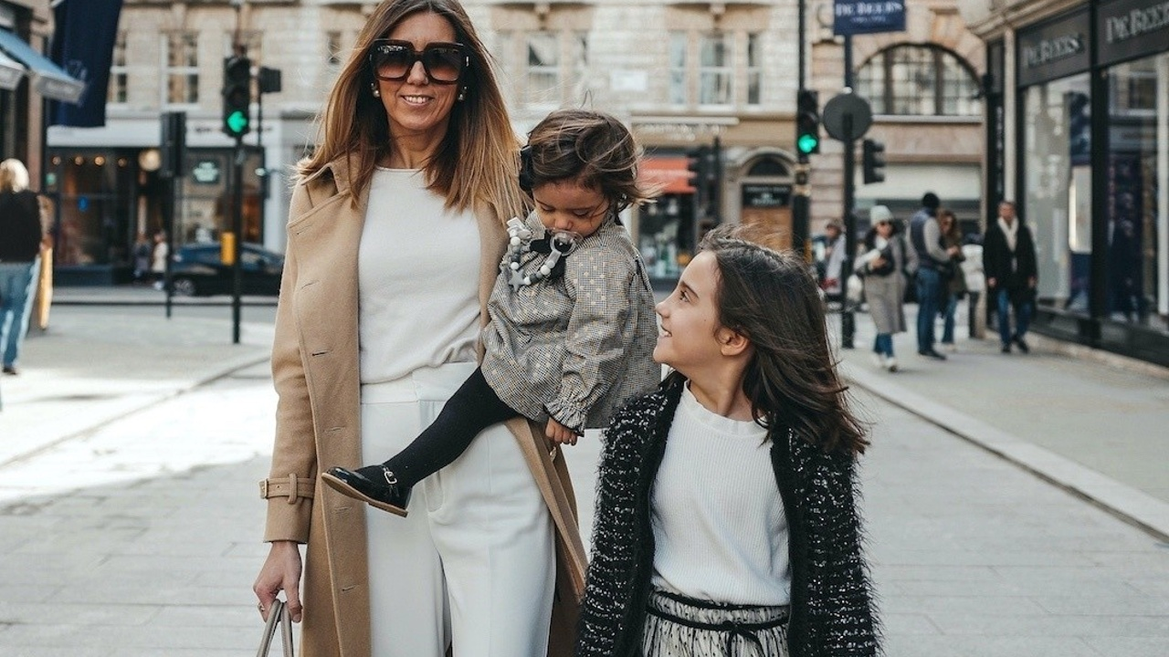 Sofia Gouveia and her daughters