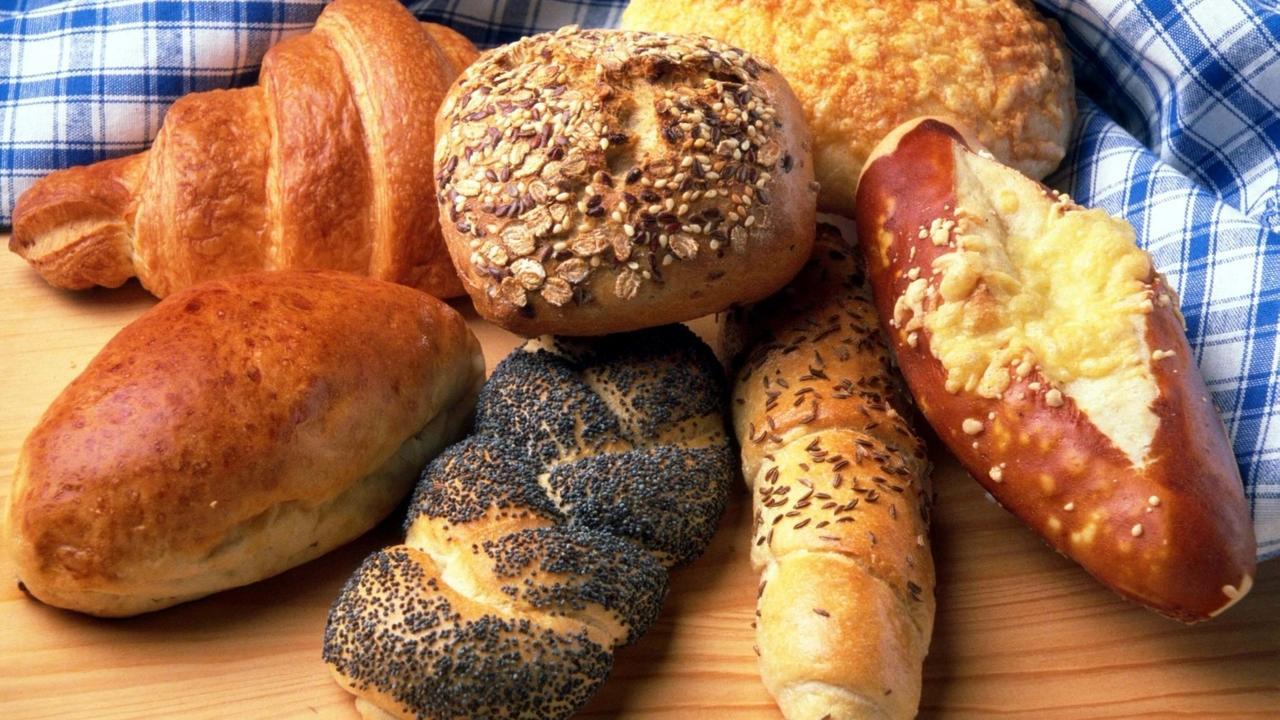 Image of bread. Tennis nutrition information.