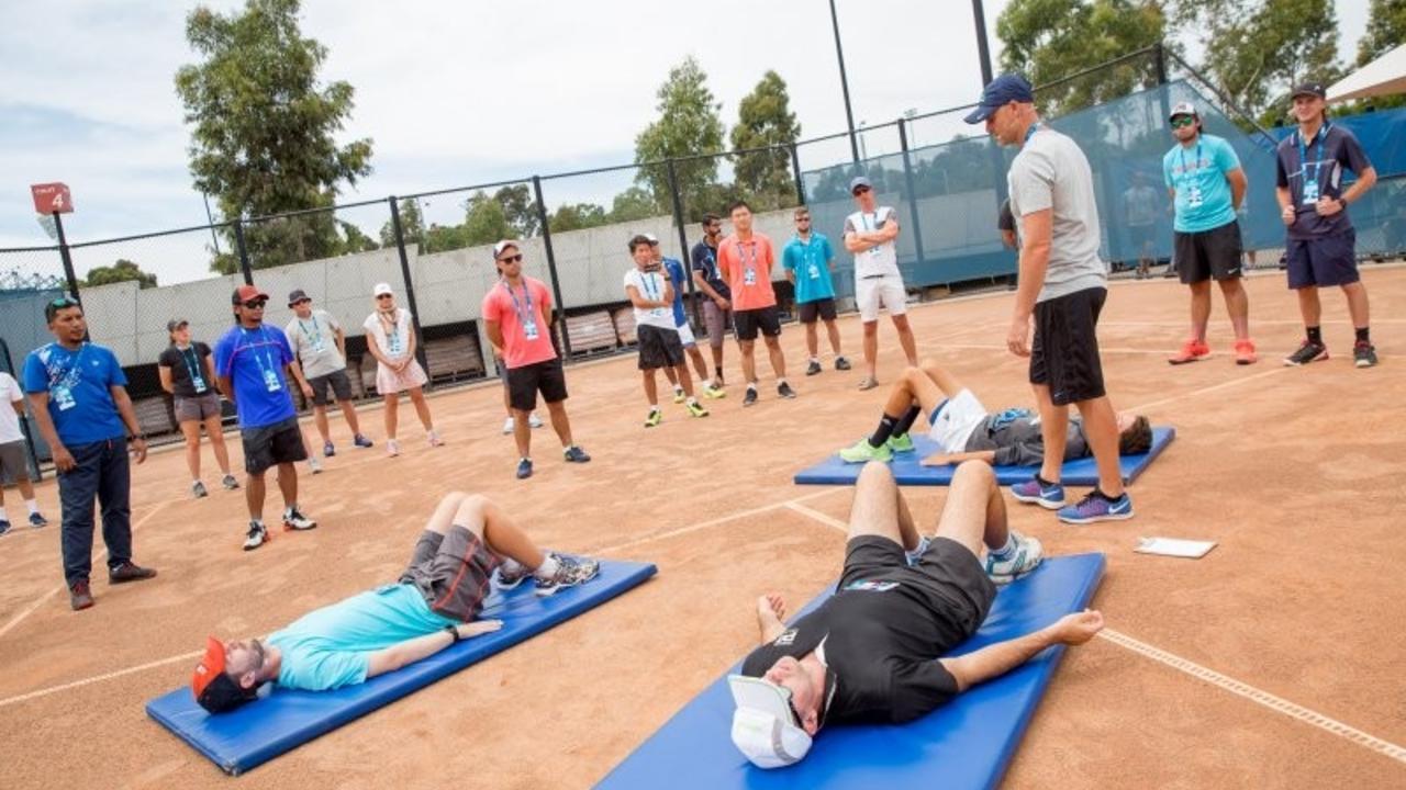 Image tennis stretching