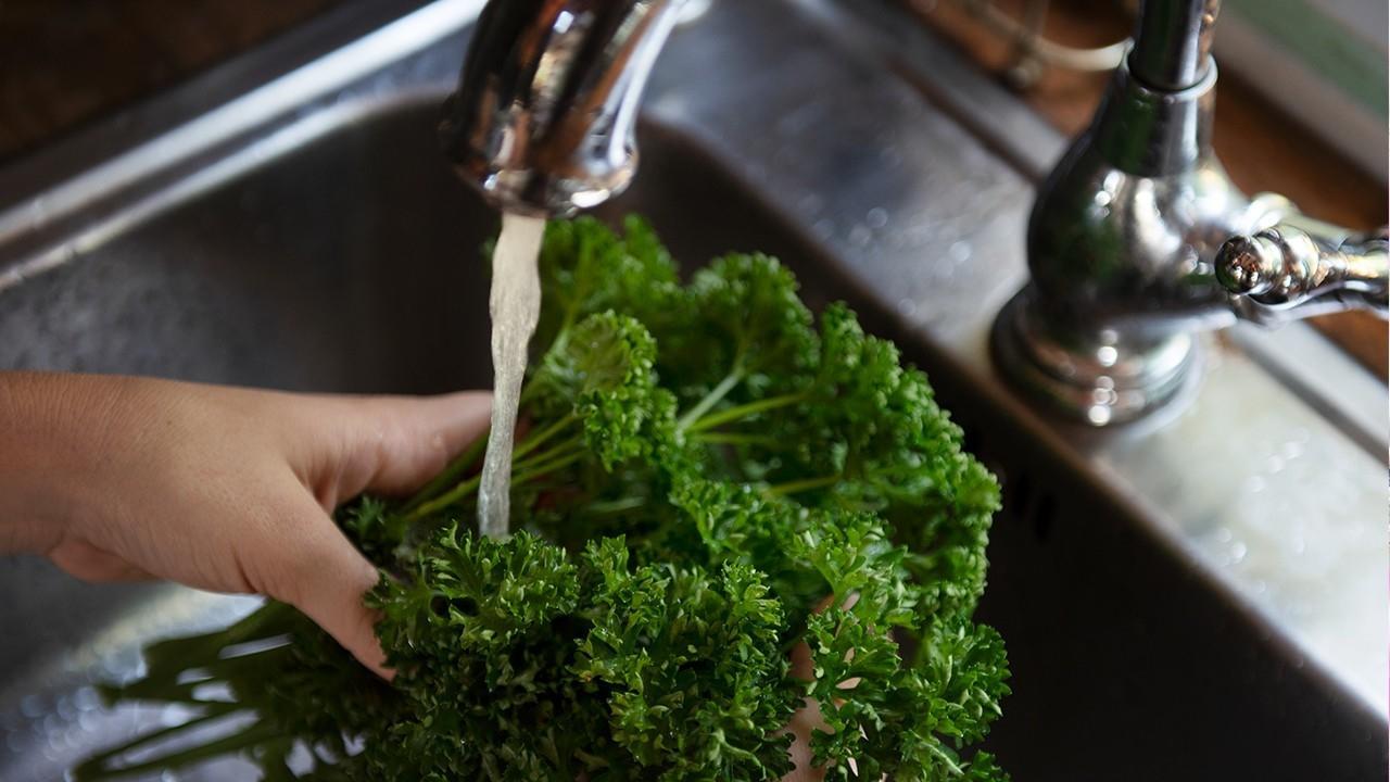 Пестициды в овощах и фруктах. Как правильно мыть свежие продукты?
