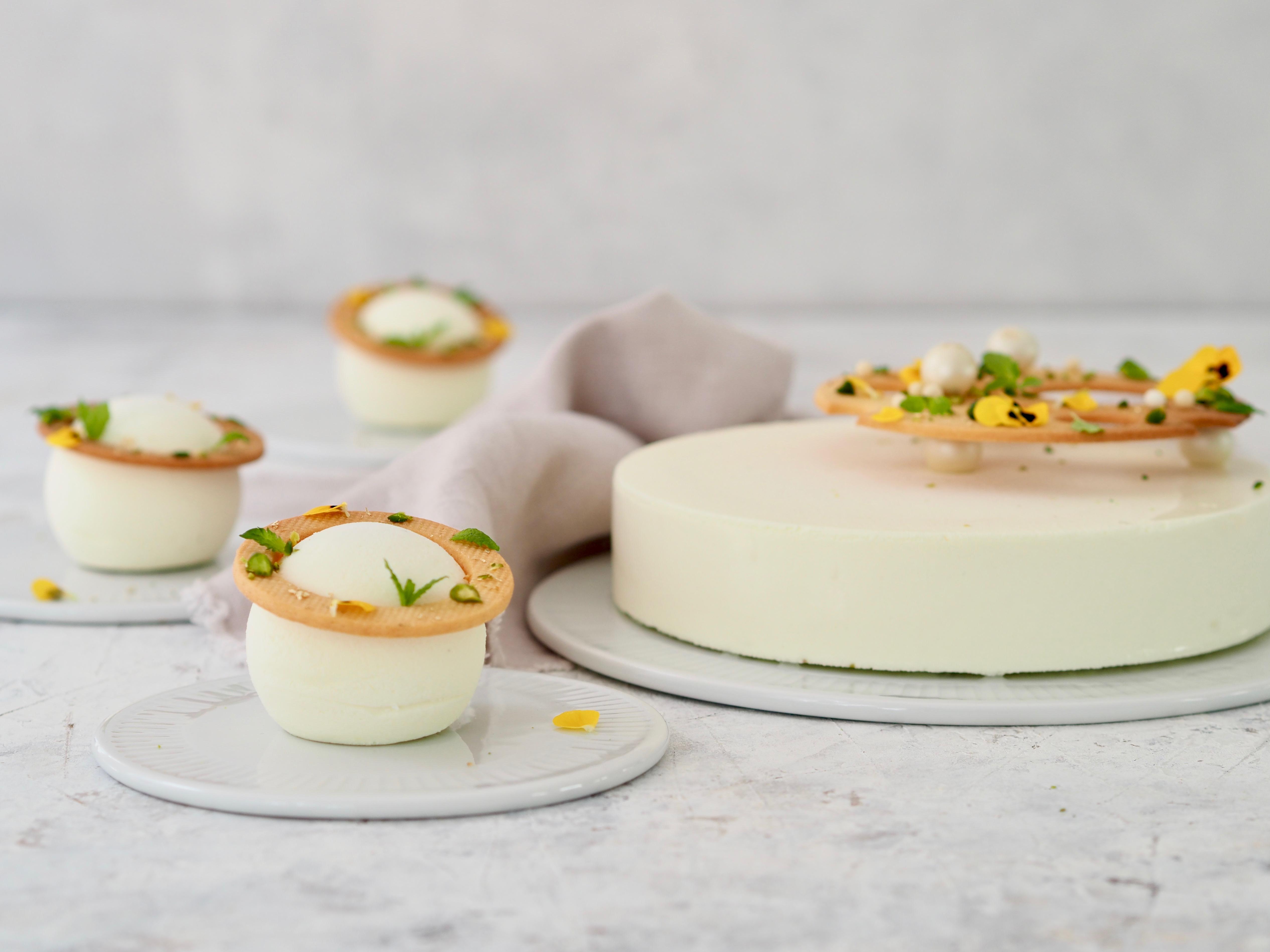 Opskrift på en mojito mousse dessert fra Klub Ditte Julie. Moussekagerne er lavet i By Ditte Julie forme.