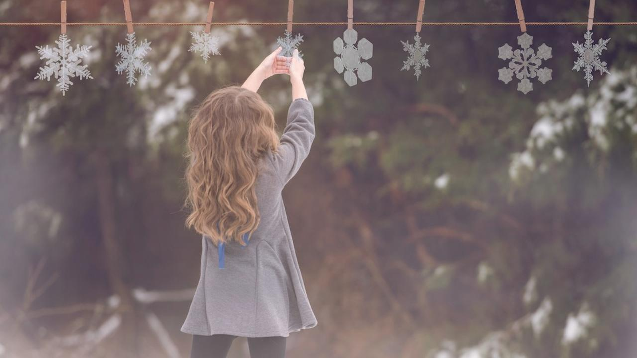 Ijaskxoir4gxt4sdhwen hanging snowflakes tutorial after