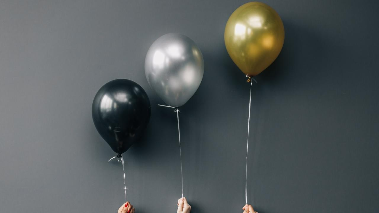 Dxurkqvfsyg8x1uth0z3 black silver and gold balloons