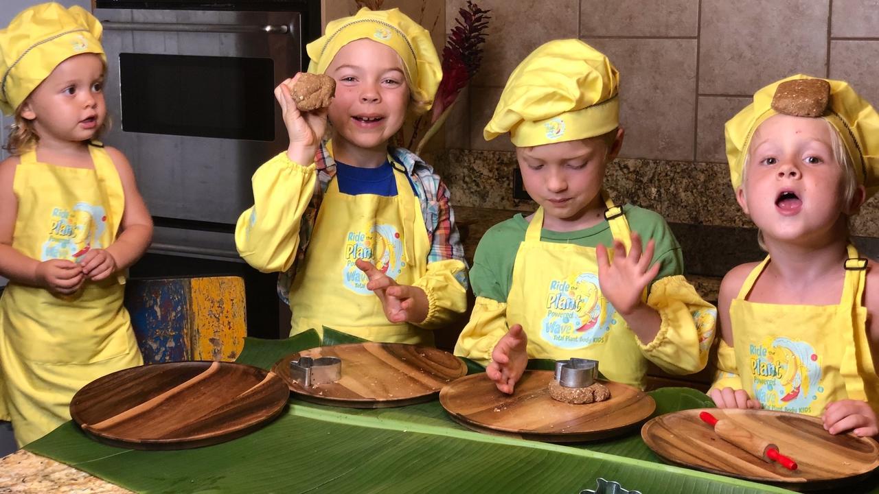Xybumalbqw2oett4sncz 4 johnson kids making holiday cookies
