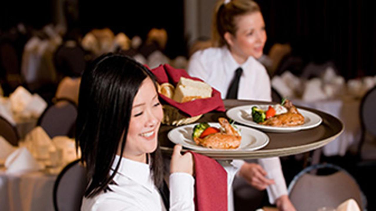 Tl72ttn6ssaoaofdkxqd waitressserving