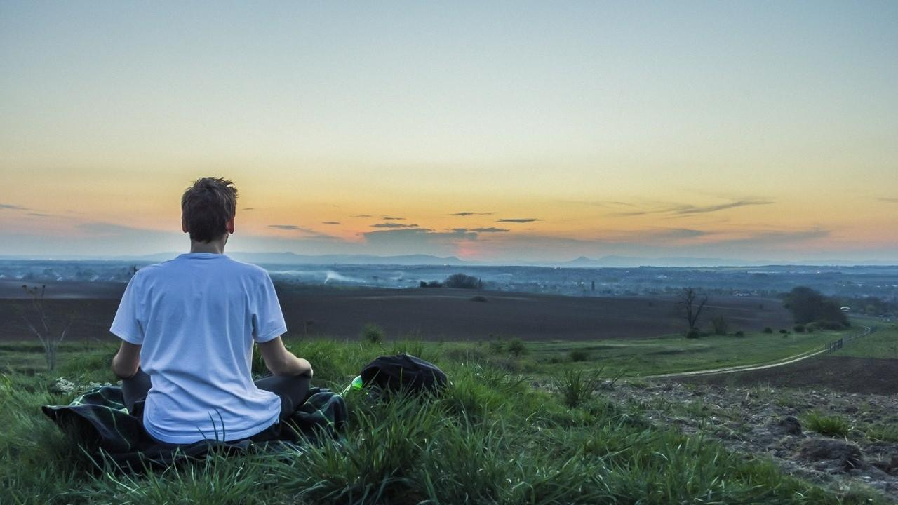 Vanvgke4q0i3su6yidh7 mediting outside
