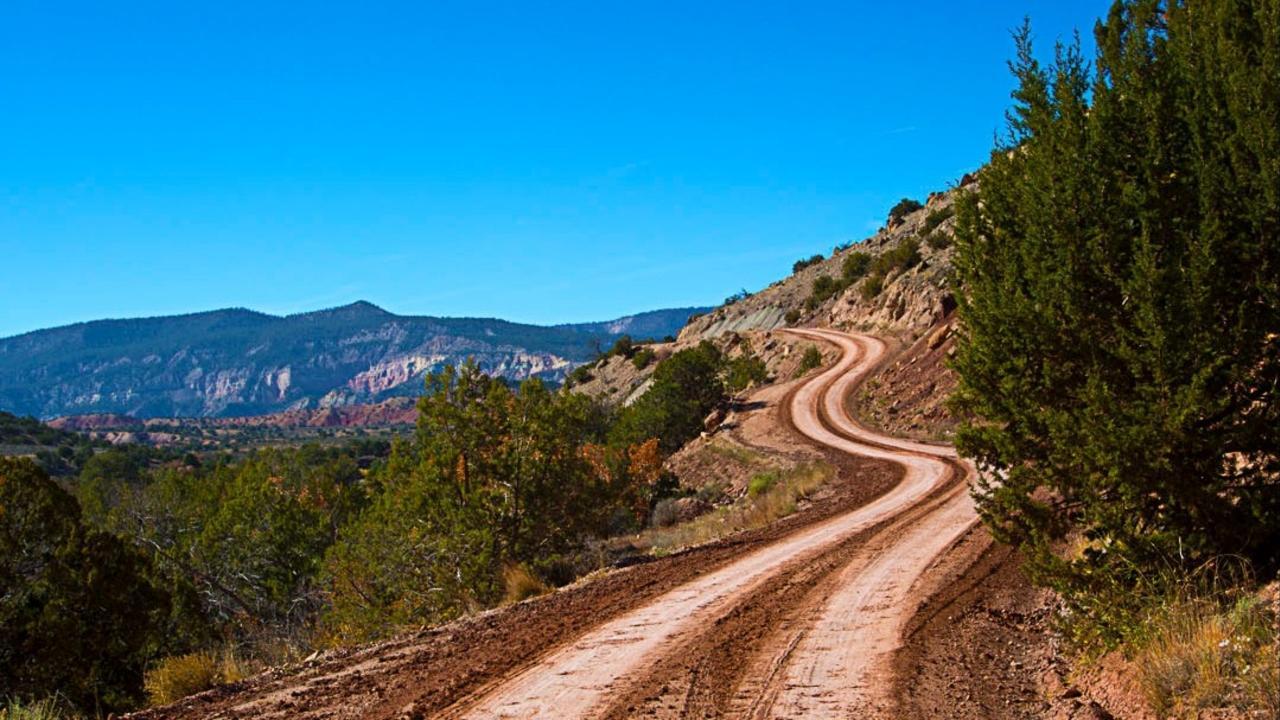Gyw7kokzstmb57swaipi curvy line road