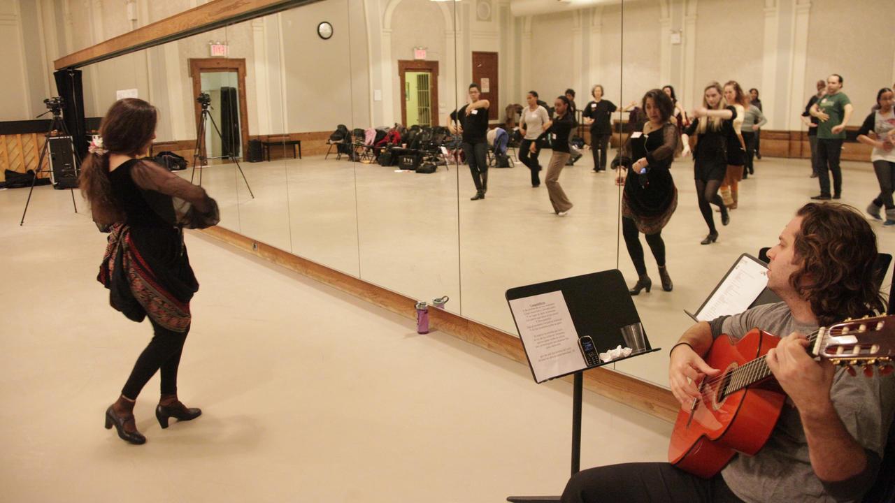 P6mkdqibrceyflwkaiag teaching flamenco cc espejo3