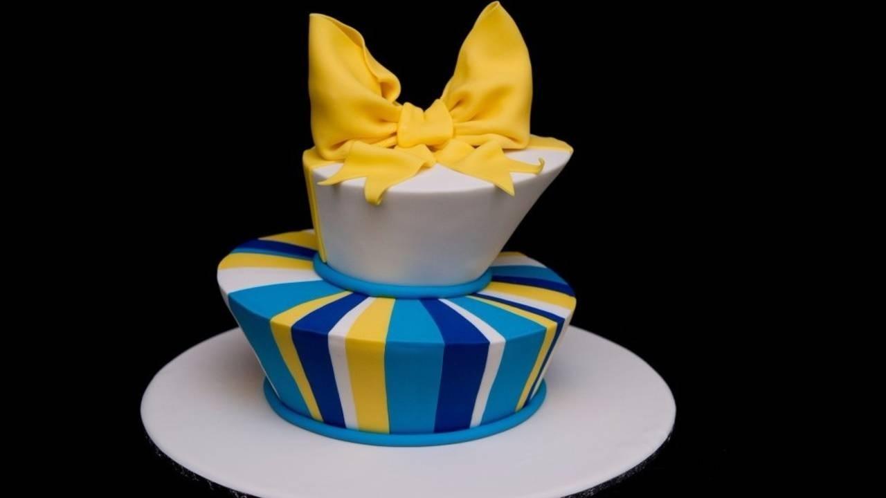 K5fuy3lqt2erg09kdmzw topsy turvy madhatter cake