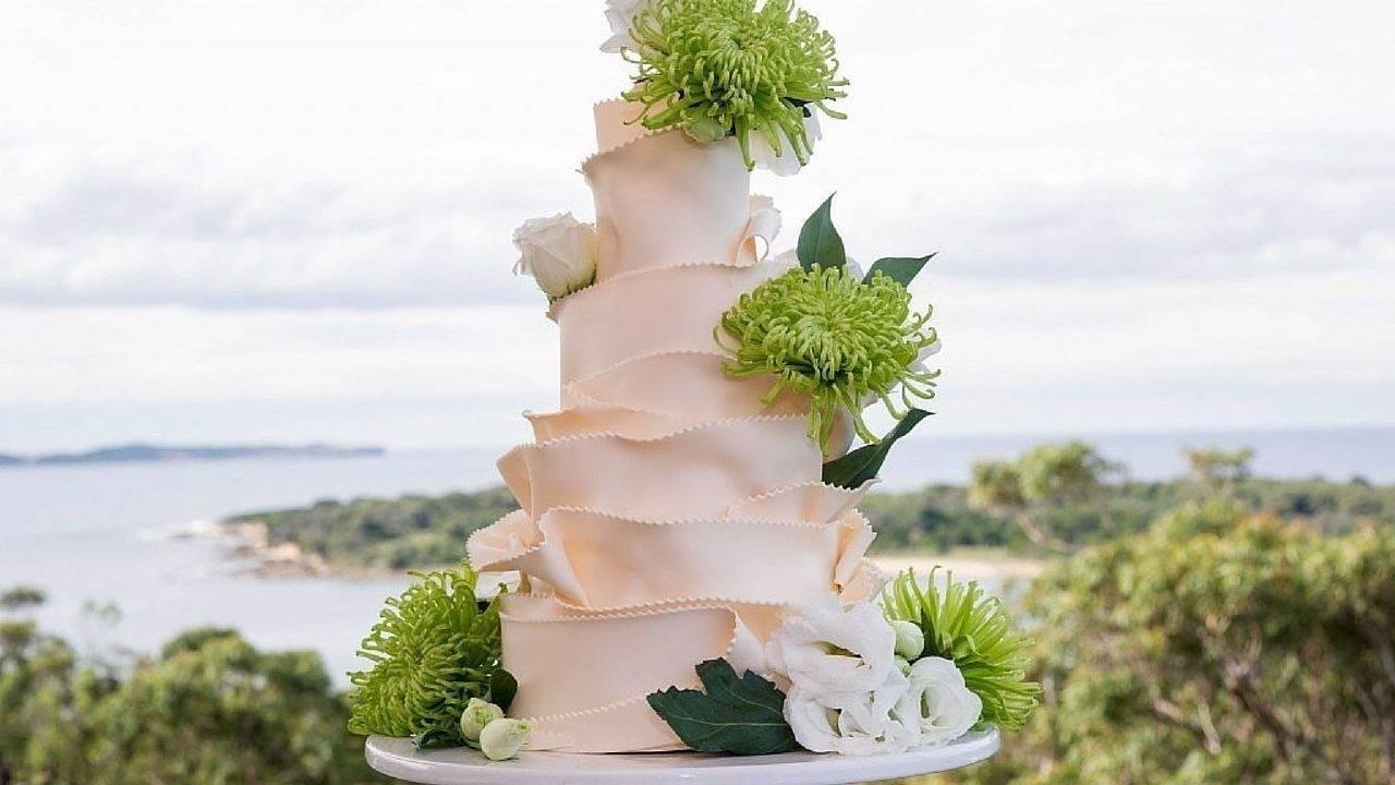 Lmm5chsnqicg4qyhubem meadow mountain wedding cake
