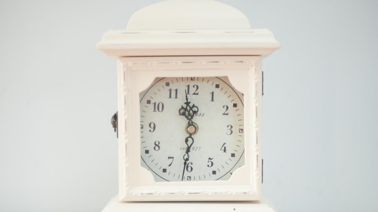 59ljhbtqssob1niuh8fi 11 31 alarm clock antique 239831
