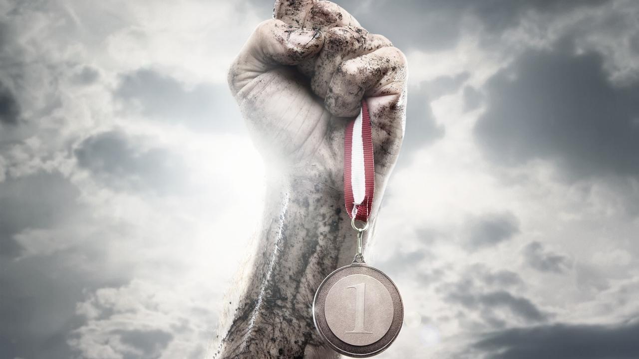 Txcoim4pso2quegkw6q8 winner medal in hand