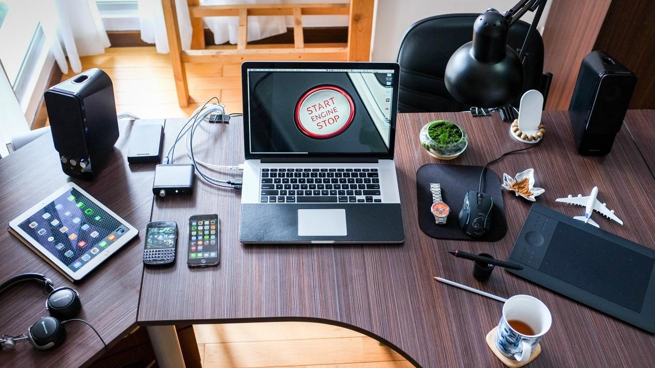 Ribdypghr4wijhr8n6co apple coffee computer desk 356056