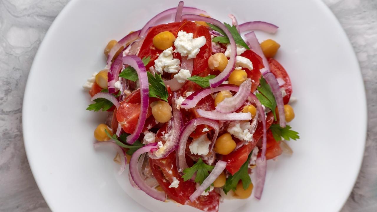Mypauvd4rykeqnzztjst chickpea tomato feta salad 2