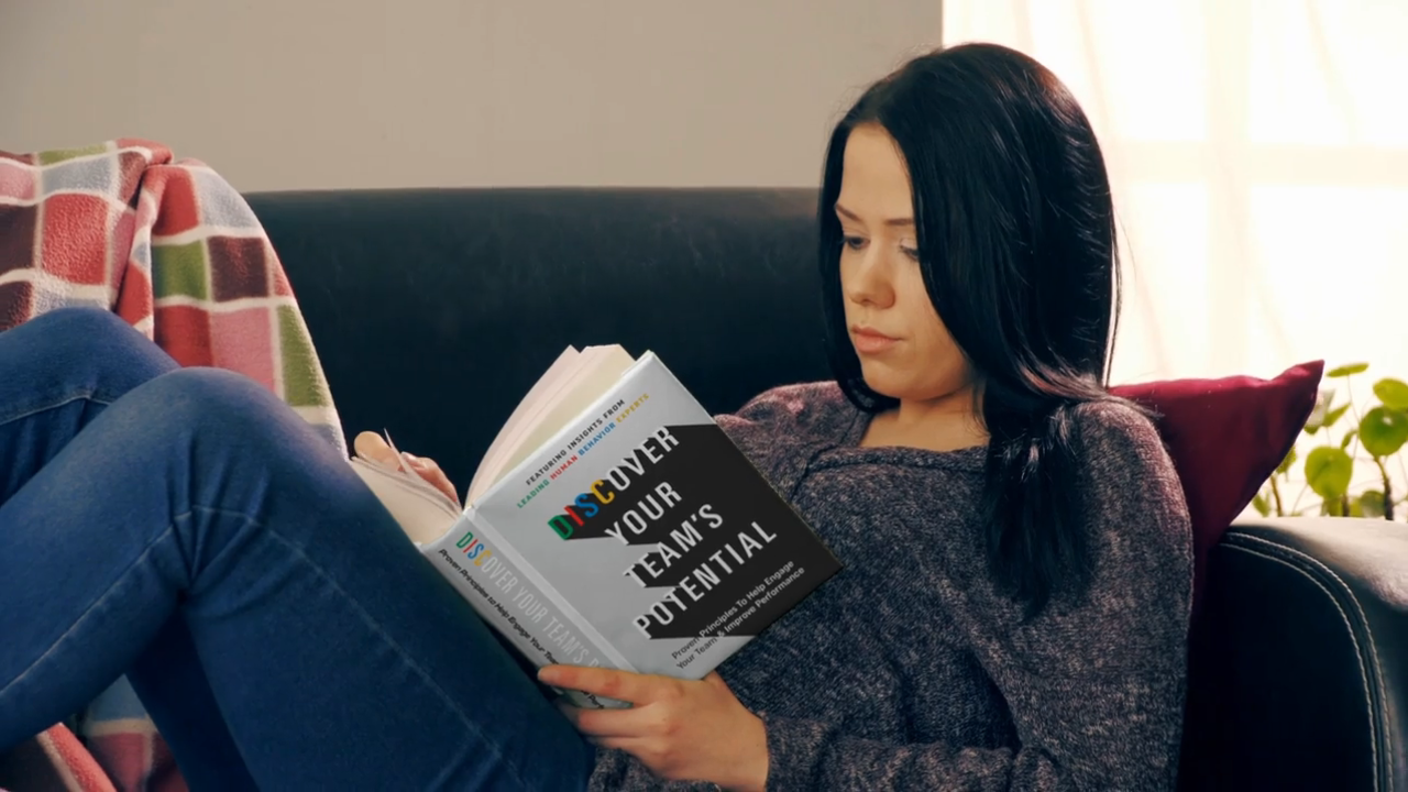Xgmcztgzq9iuoamvzbra girl reading disc book