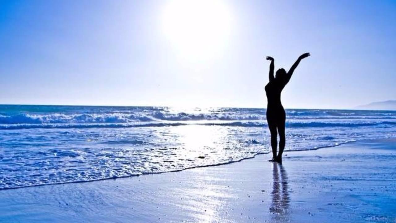 Ikxapbamqa6uonwj12km pwby0uqsmwb2fzvsulvl victory woman sky blue sunset silhouette w sun by jonah z