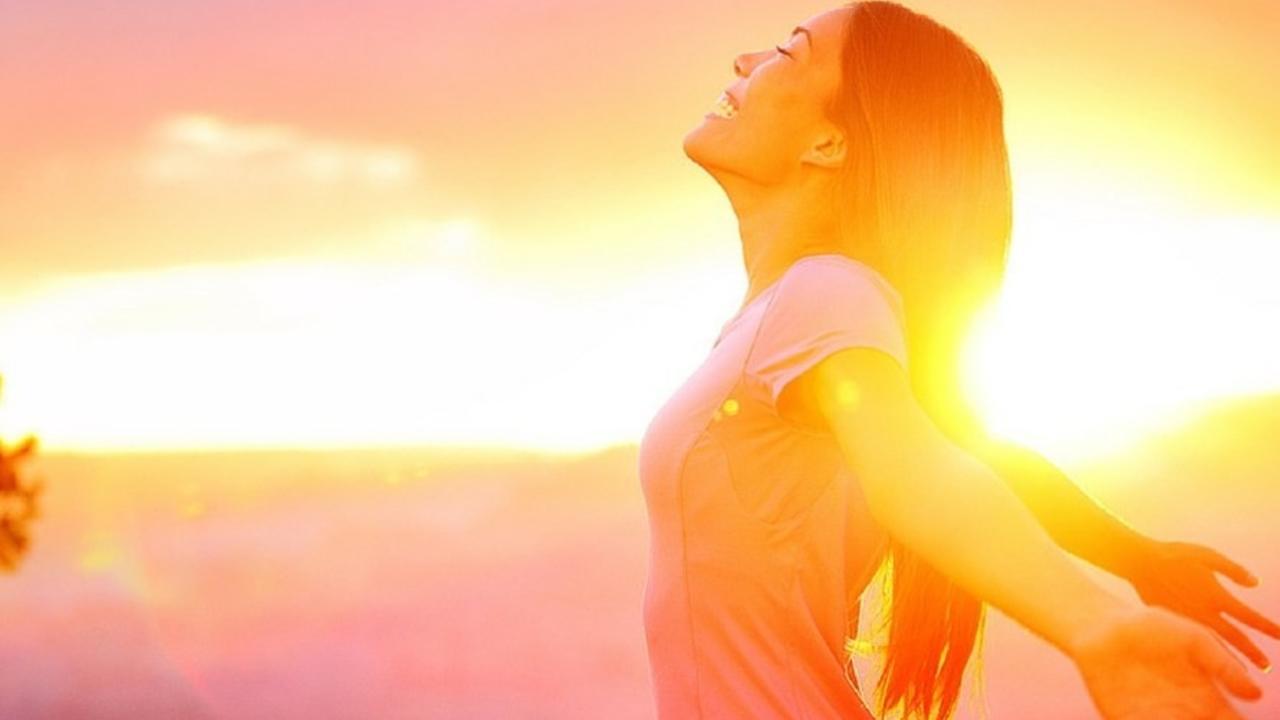 O9zfviswqasatxc7fzsq woman sunset
