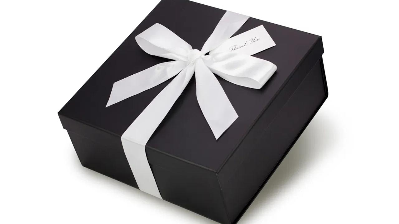 Ozvpf3jqqkwt2g69z3xq black gift box white ribbon.webp