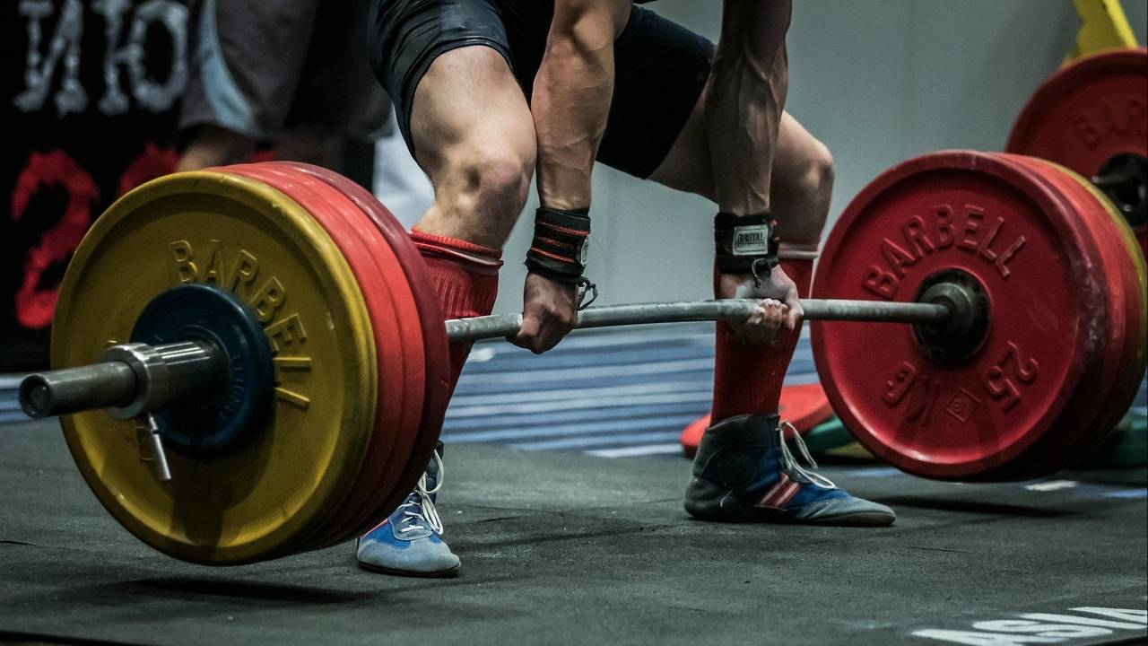 should you weight lift on a diet