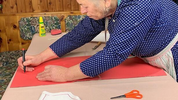 Bild für Abändern Schnitt für V-Ausschnitt des Online Kurs Dirndl nähen  | Ein traditionelles Dirndl selber nähen