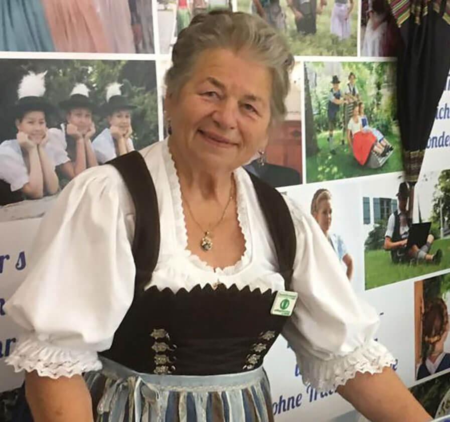 Rosmarie Henke in Tracht