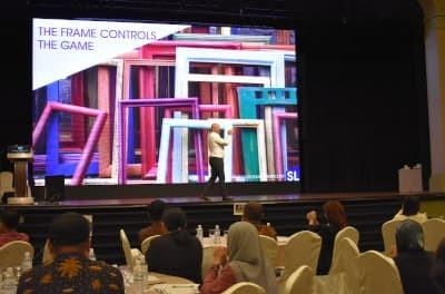 Singapore Motivational Speaker, Andrew Bryant give a Keynote Speech