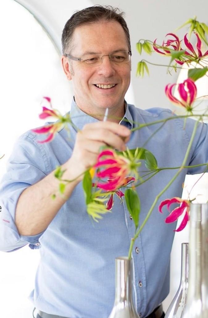 Tomas De Bruyne arranging flowers