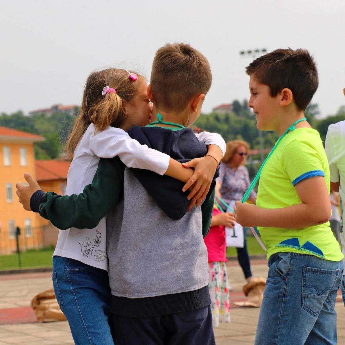 Il gioco degli abbracci di Biella Cresce