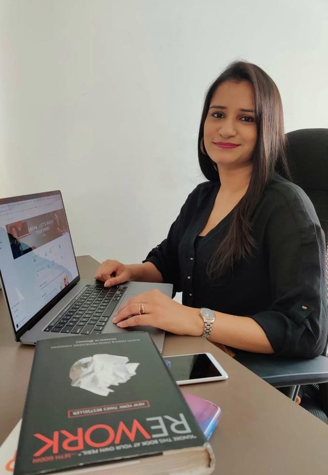 Sneha Kajabi Designer helping entrepreneurs make high converting funnels using Kajabi