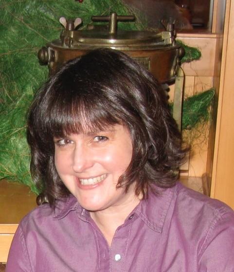 Lynne Brownfield Headshot