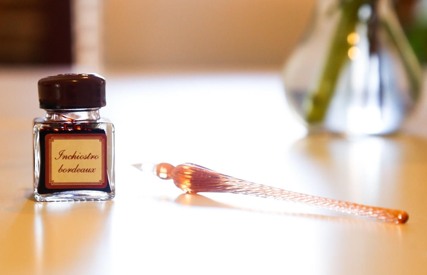 Italian glass pen and Inchiostro bordeaux ink bottle