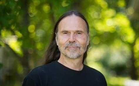 Movingness: Portrait of Peter Appel, yoga teacher, dancer, mental trainer, and the founder of Movingness