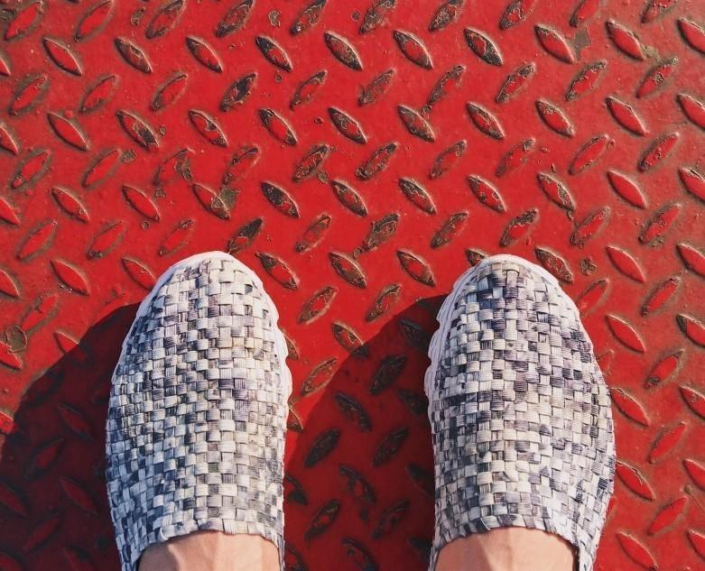 feet standing grid
