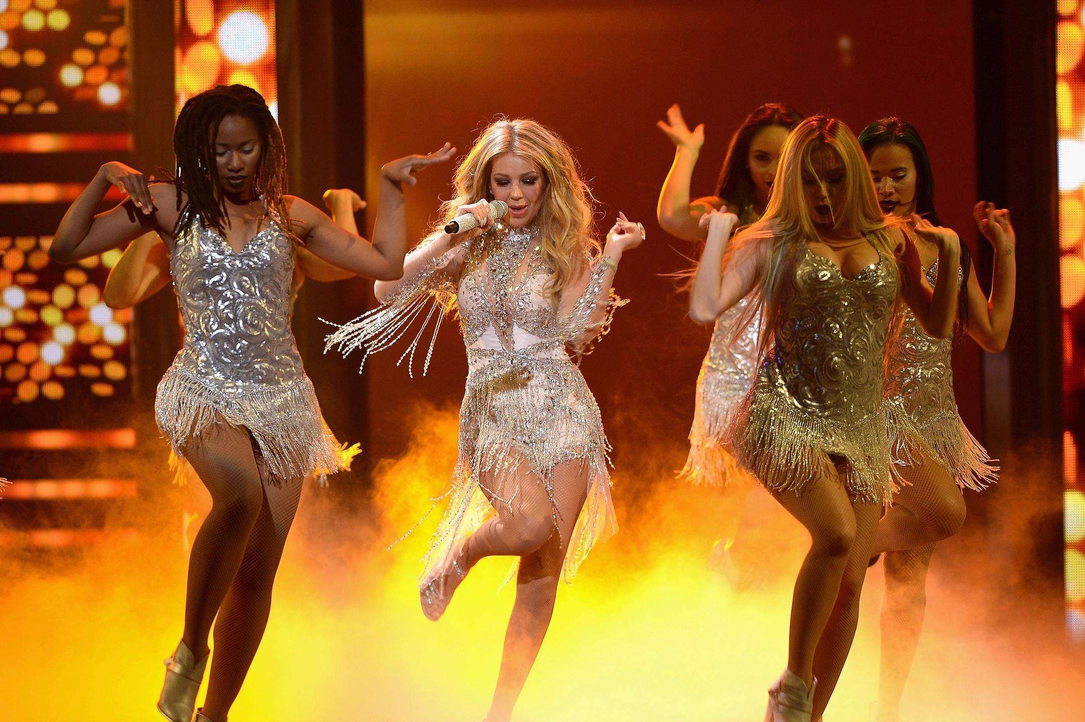 Thalia ft. Becky G - Como Tu No Hay Dos, Premio lo Nuestro 2015